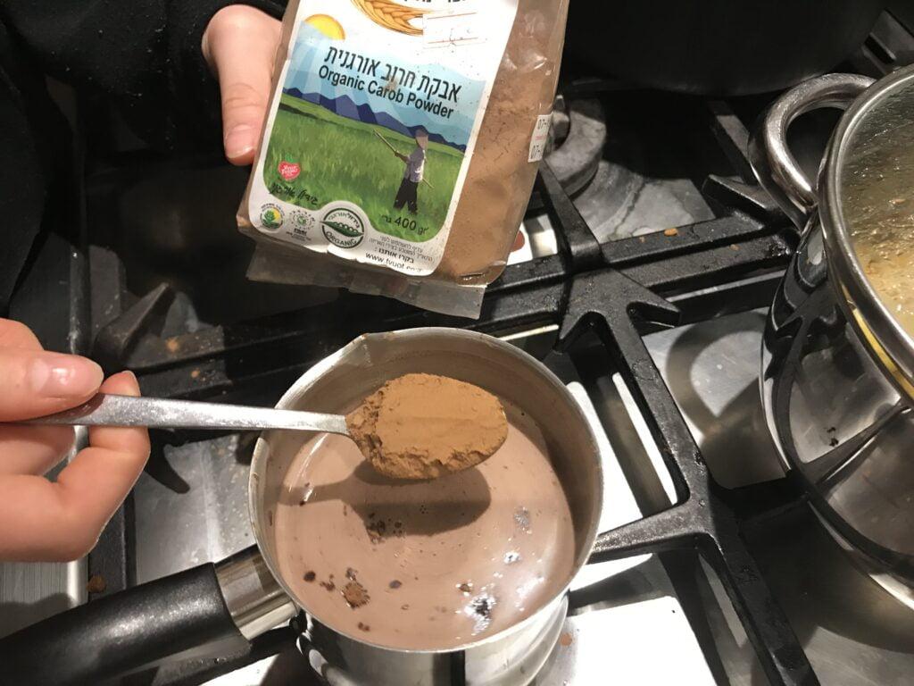 אבקת חרובים להכנת שוקו