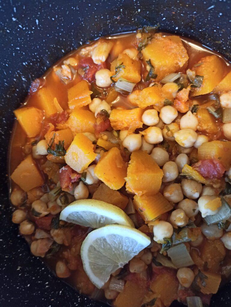 תבשיל בריא חומוס וירקות