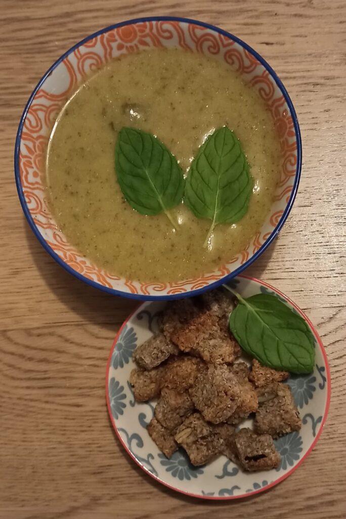 מרק ברוקולי עם נענע